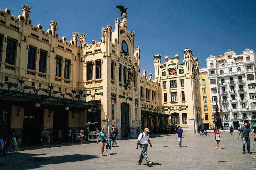 4. Внутри вокзала часто проходят выставка и экспозиции. В июне 2017 года в честь 60-летия мод