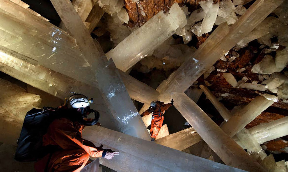 Самый большой кристалл в пещере имеет такие размеры: 12 м в длину, 4 м в диаметре и весит 55