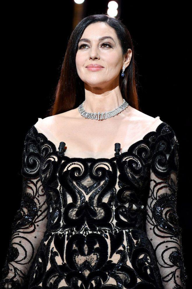 Анджелина Джоли      Красивое лицо и безупречная фигура сделали Д