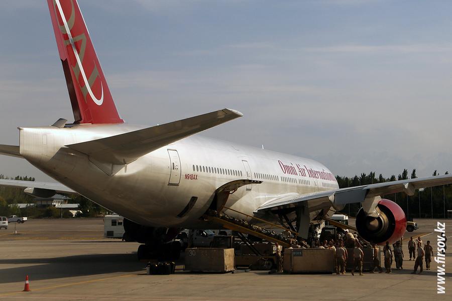 B-777_N918AX_Omni_Air_3_FRU.JPG