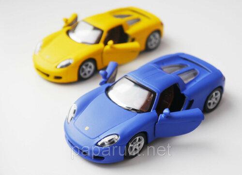 Машинка Kinsmart Porsche Carrera GT