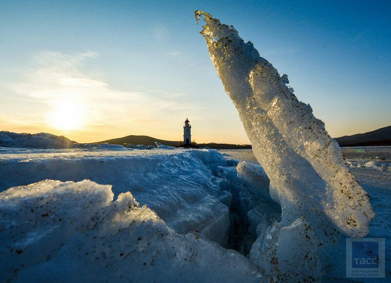 Навигация в бухте Золотой Рог ограничена из-за сложной ледовой обстановки