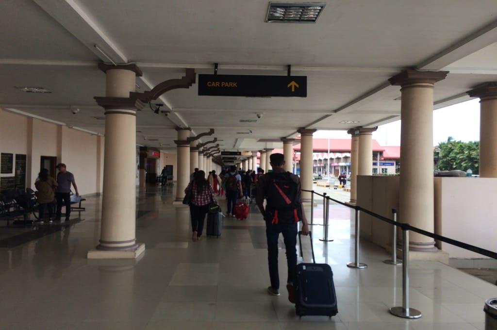 Аэропорт Кочи, ищем автобус