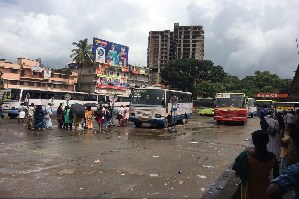 Автовокзал Алува ничем не отличается от всех остальных автовокзалов Индии