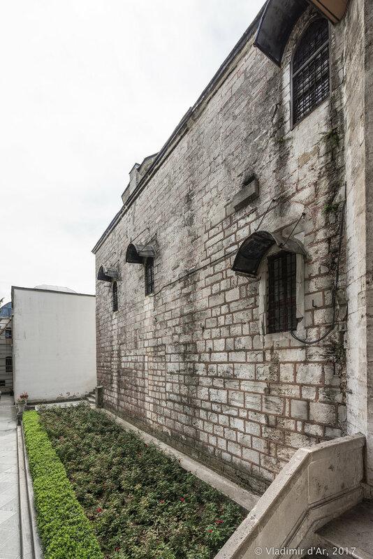 Стена павильона Священной мантии со стороны Четвертого двора Топкапы