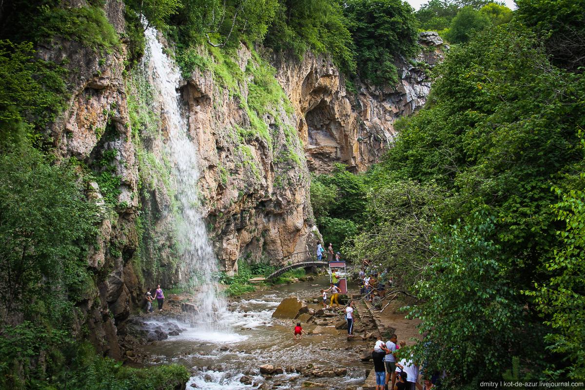 Картинки красивых гор и водопадов она