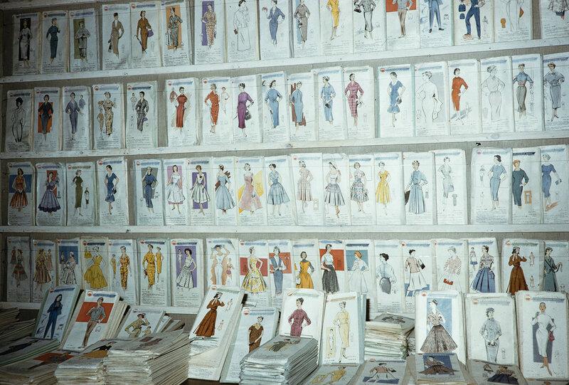 1959 Стили одежды в Москве. Harrison Forman.jpg