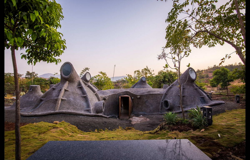 Дом-землянка в Индии