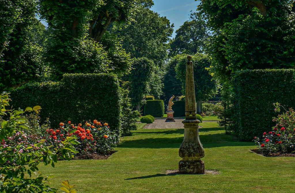 Roseraie_chateau_Mesnil_Geoffroy04.jpg