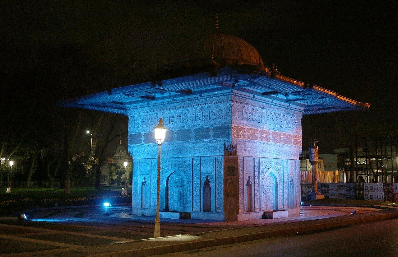 Ночной Стамбул. Бейоглу, Фонтан Топхане