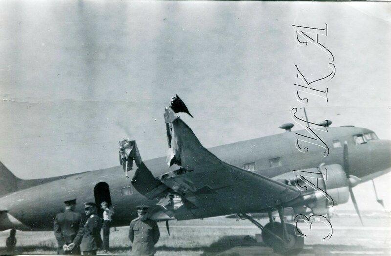 Ли-2 с покореженным крылом копия.jpg
