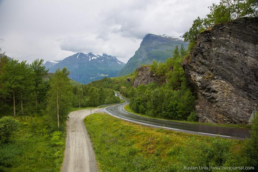 1. После того как мы покинули деревню Гейрангер и берег одноименного фьорда, дорога пошла наверх в г