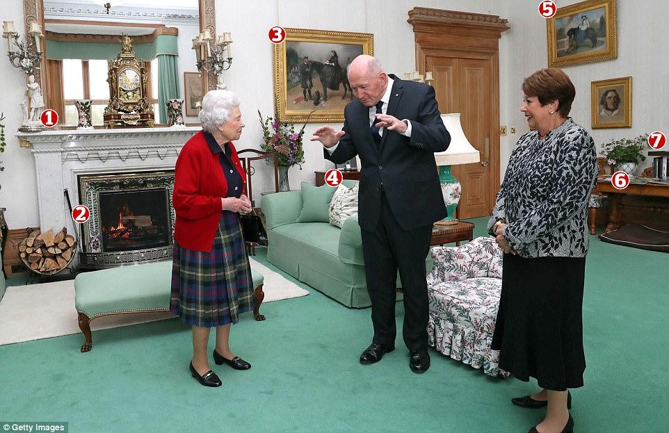 Это фото было сделано во время приема Питера Косгроува, генерал-губернатора Австралии, с женой. Дело