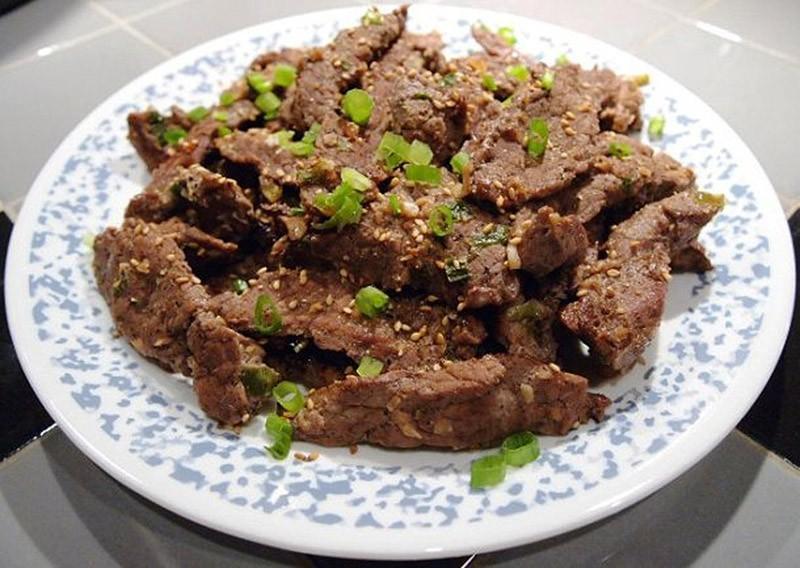 13. Южная Корея: пулькоги   Переводится как «огненное мясо». Это типичное южнокорейское блюдо,