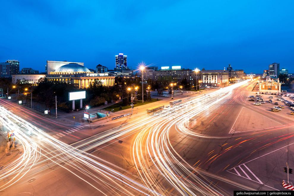 11. Имя Ленина бывшая Новая Базарная и Красная площадь получила в 1924 году. С 1935 по 1961-й носила