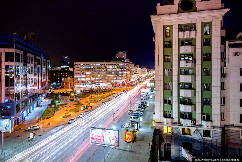 36. Здание «Ростелекома» и сквер S7 — в 2012 году к своему юбилею авиакомпания благоустроила строите