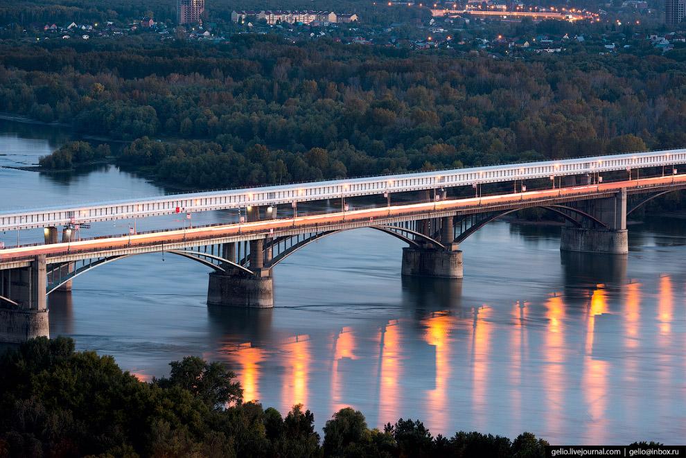 58. Коммунальный мост стал первой в городе капитальной переправой для автомашин, трамваев и пешеходо