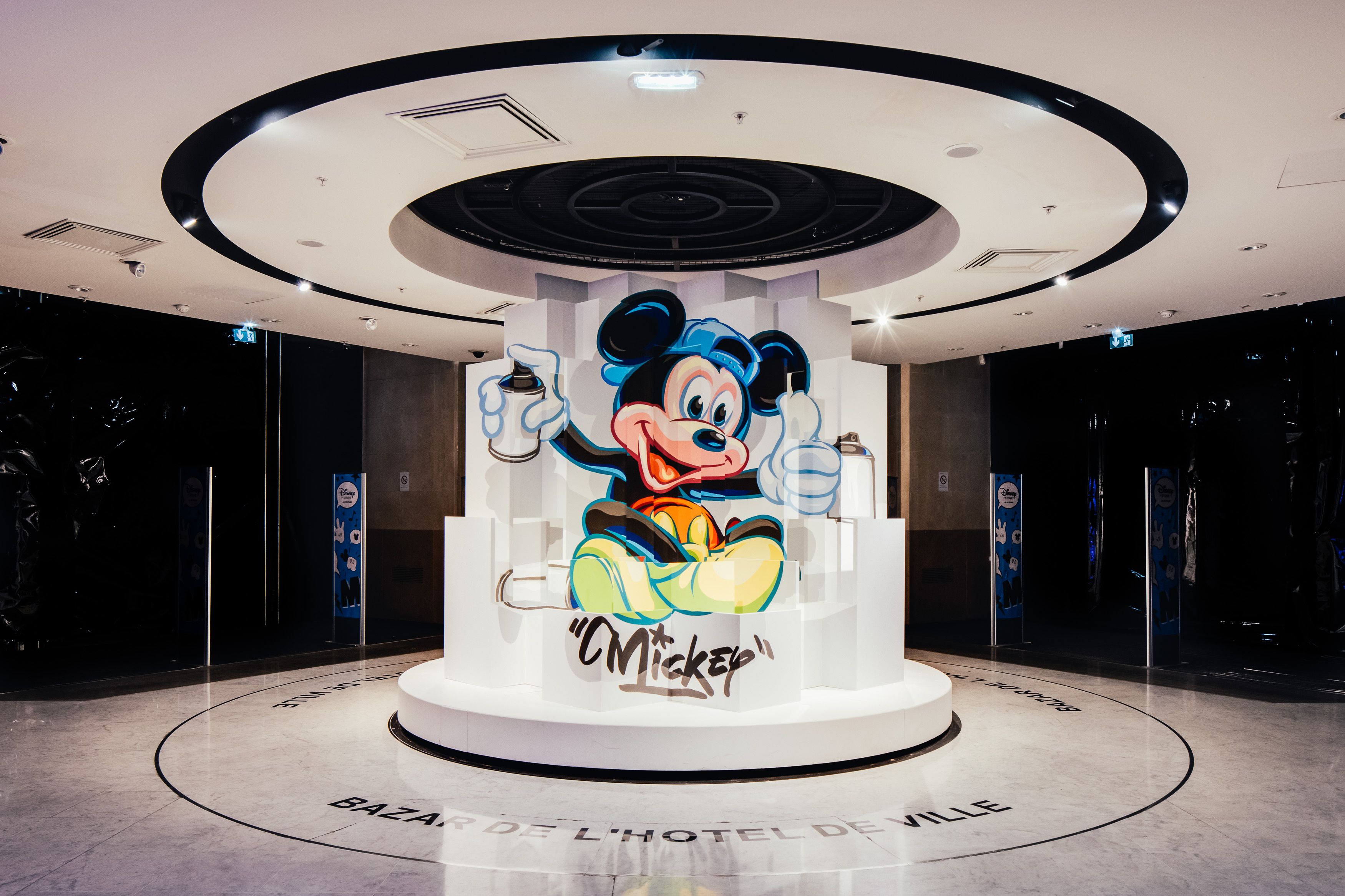 Mickey Mouse in an Impressive Anamorphic Artwork (6 pics)