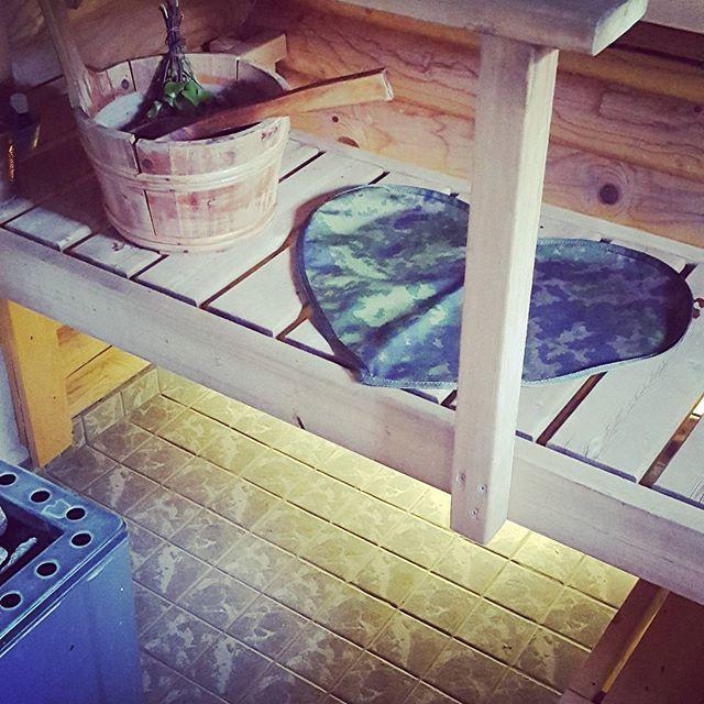 pyllyaluinen полотенца, на которых сидят в финской сауне