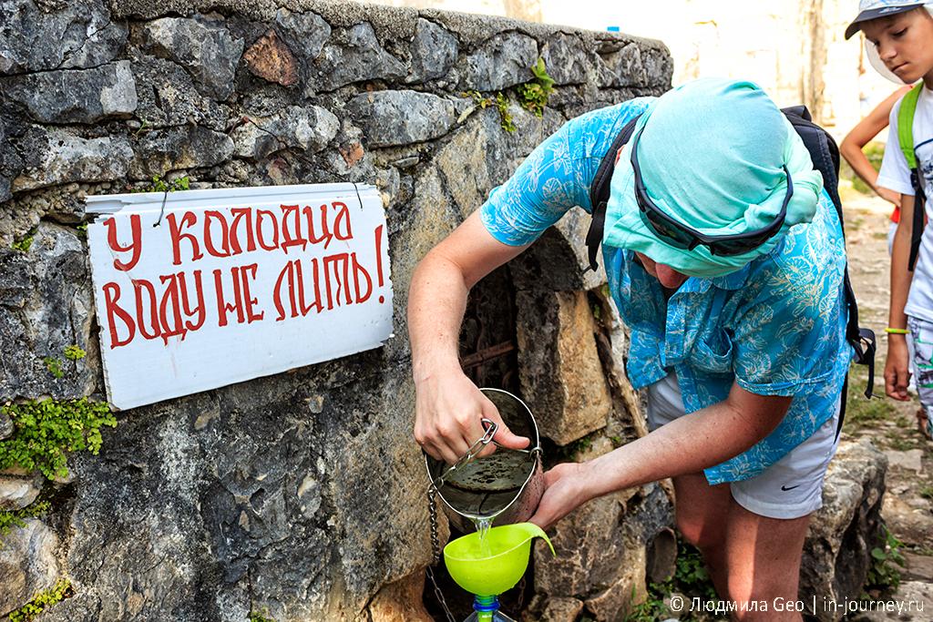 колодец со святой водой на Иверской горе в Новом Афоне