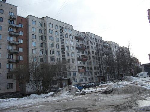 пр. Художников 33к1, парадные 1-4