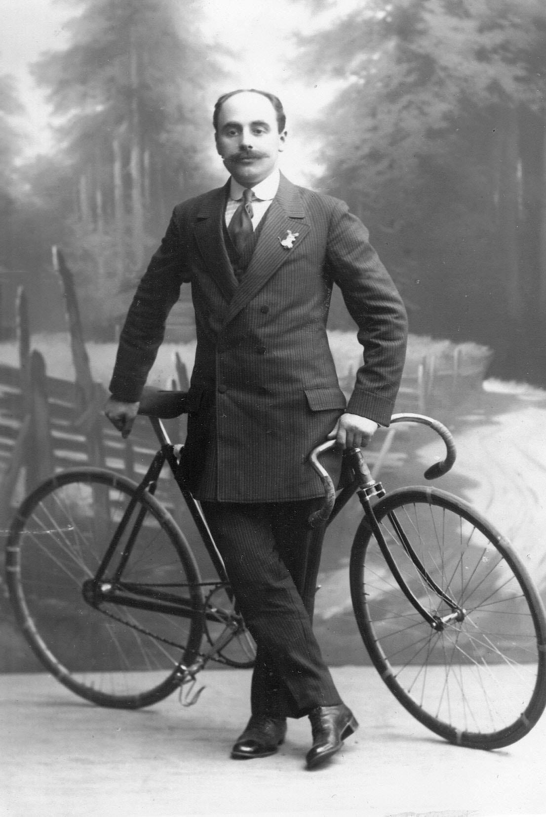 Куделя, участник велогонок от Германии, с велосипедом