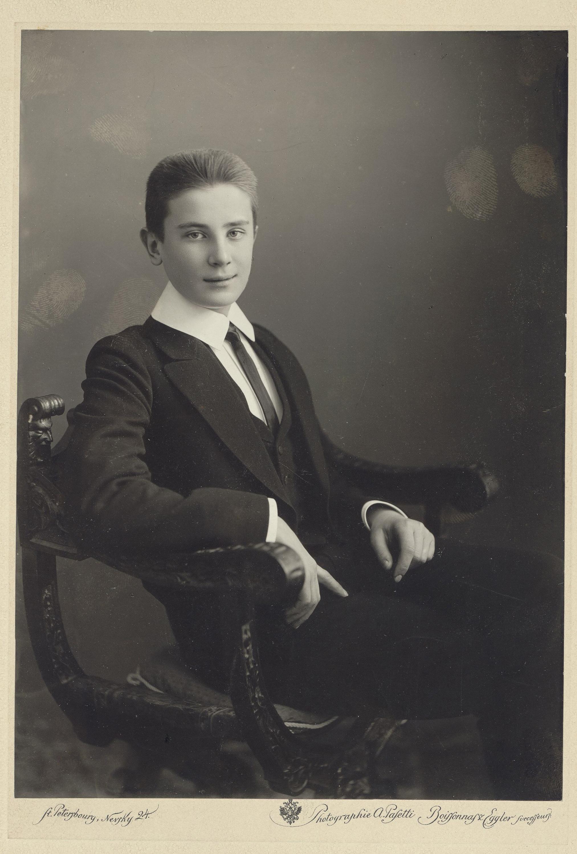 Граф Николай Феликсович Сумароков-Эльстон, в кресле, влево, голова – анфас. 1907