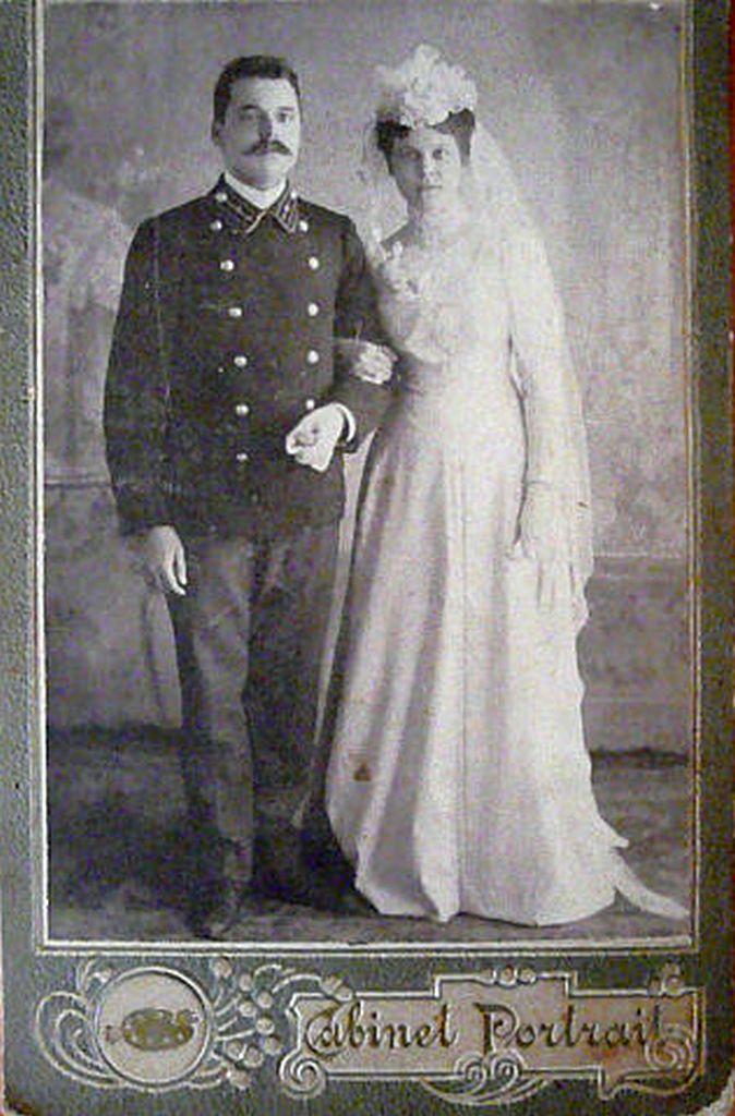 1910. Лапина Лидия Семеновна в день бракосочетания с первым мужем Носковым Николаем Семеновичем 19.03.