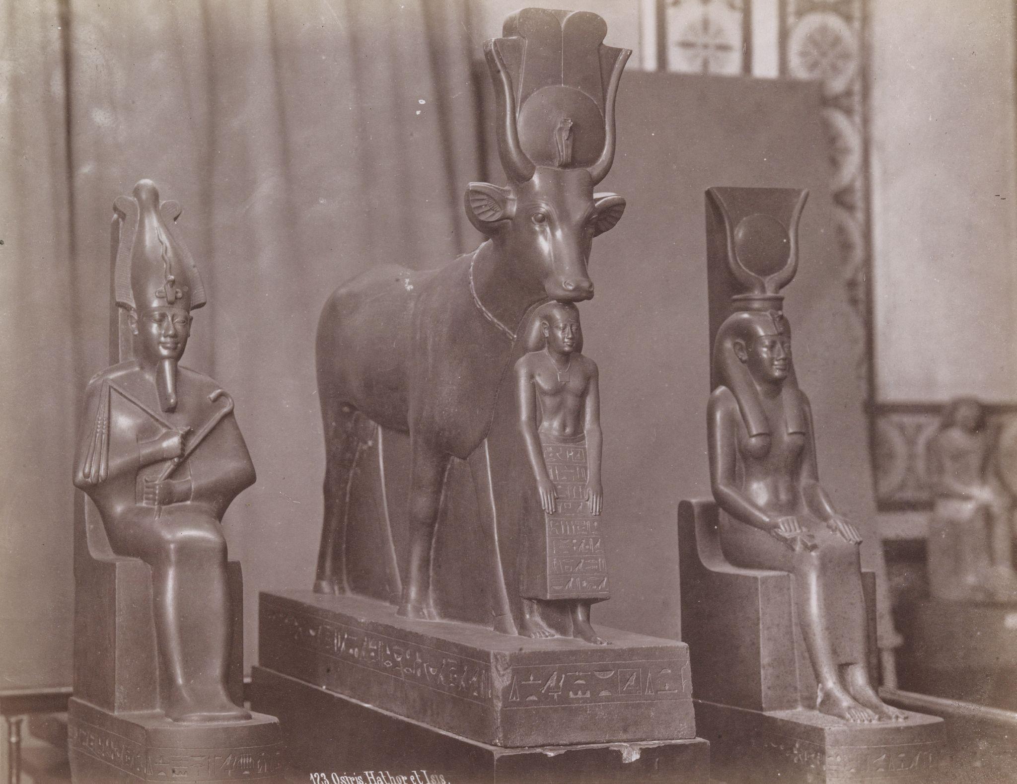 Каир. «Музей египетских древностей» - Осирис, Хатхор, Исида (зеленый базальт)