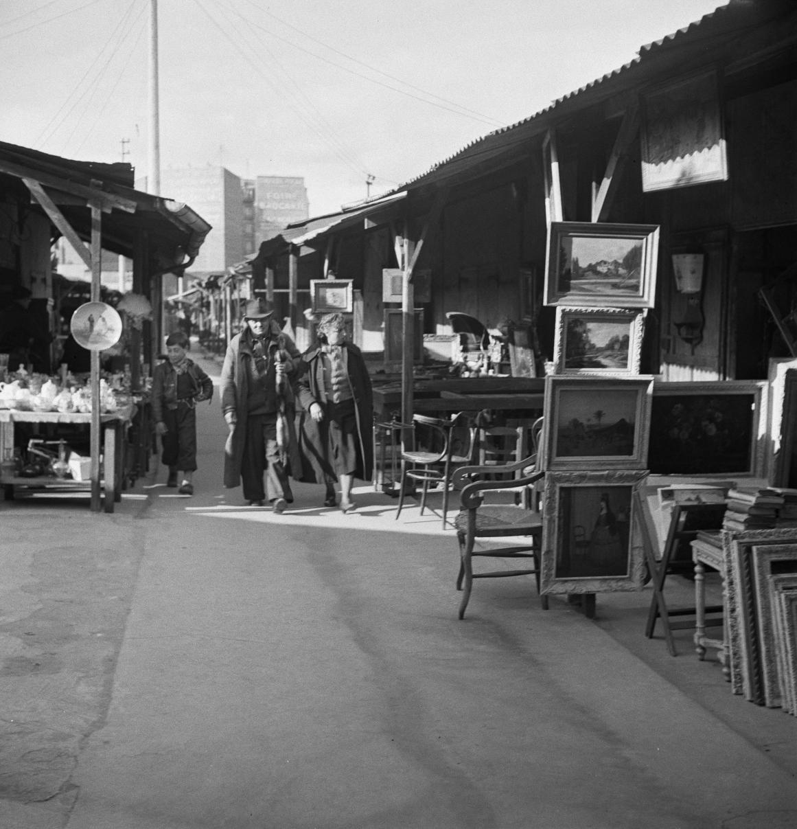 23. В переулке блошиного рынка