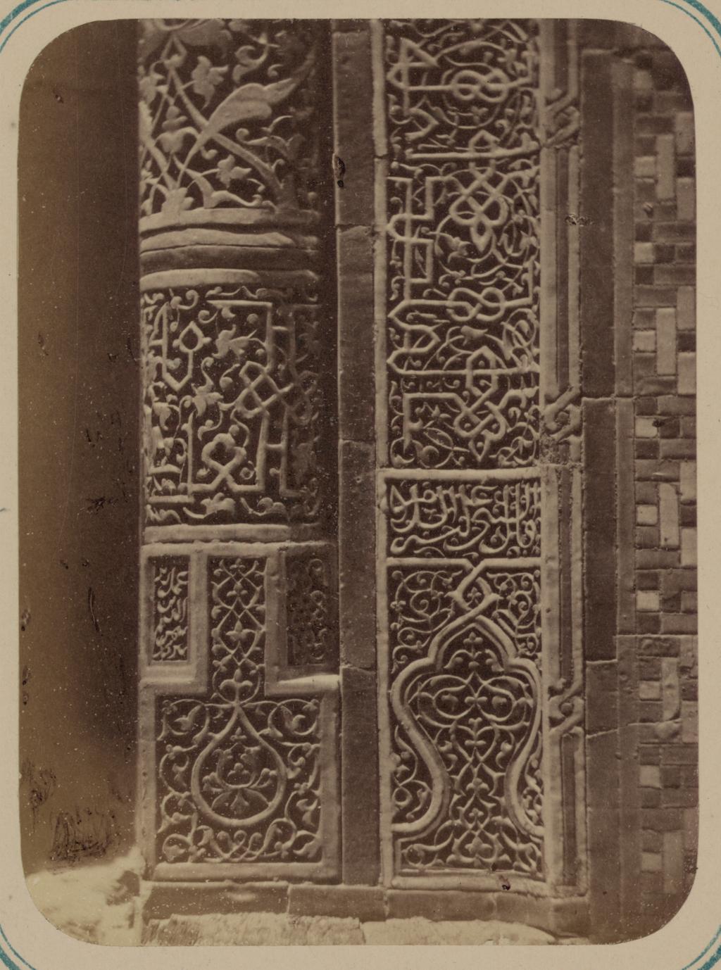 Мавзолей эмира Кутулука Турди Бек-Ака. Основание колонны