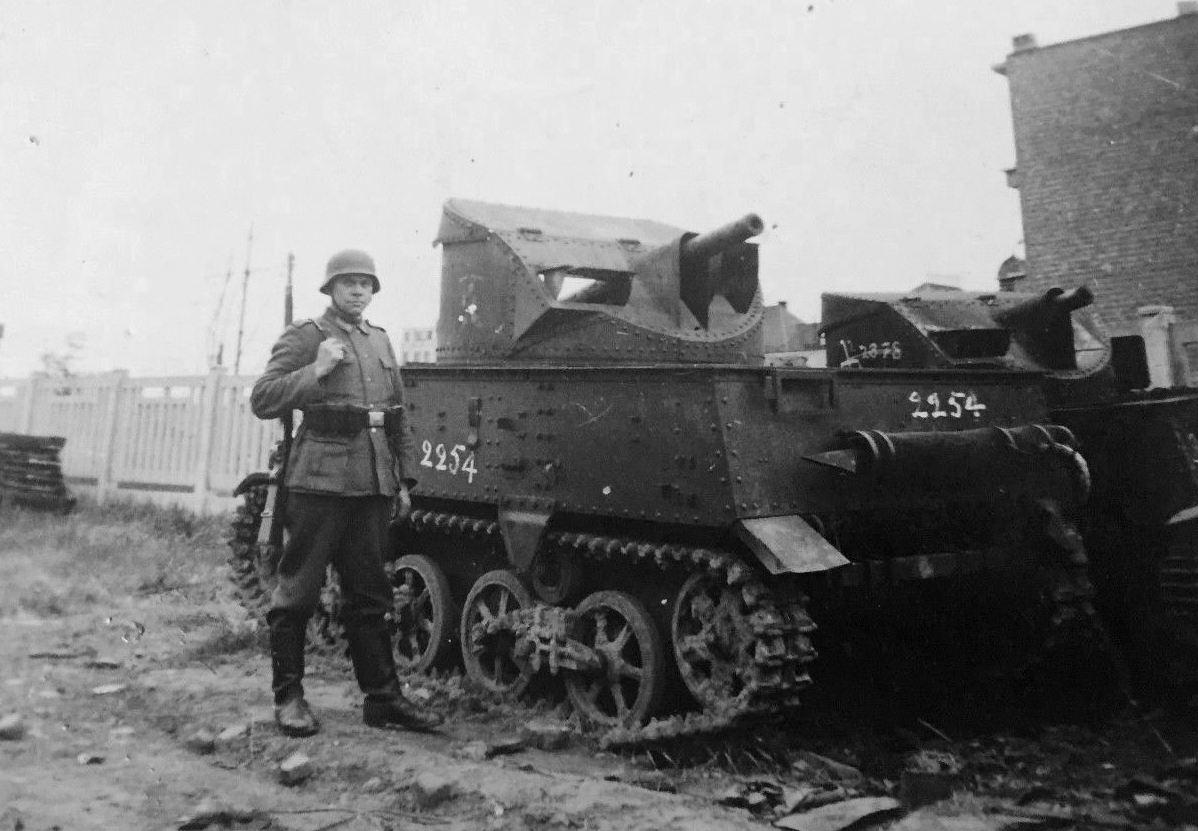 Захваченные бельгийские 47-мм САУ Char leger T13B3.