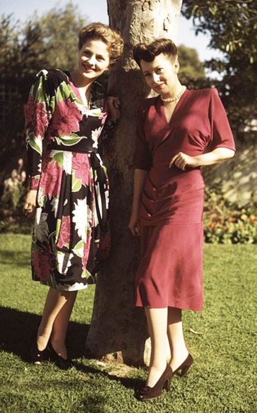 Joan-Fontaine-and-Olivia-de-Havilland-1940s-war-styles.jpg