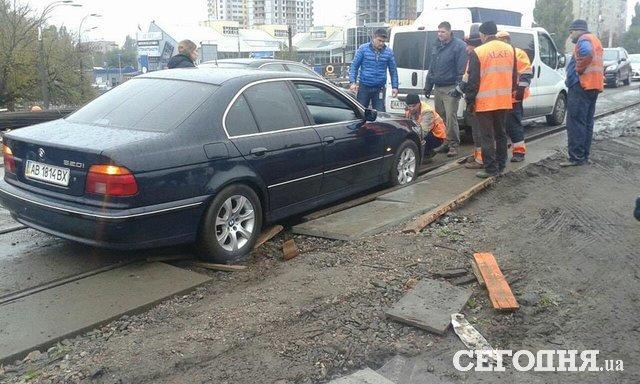 Водитель автомобиля потерял сознание зарулем— ДТП вКиеве