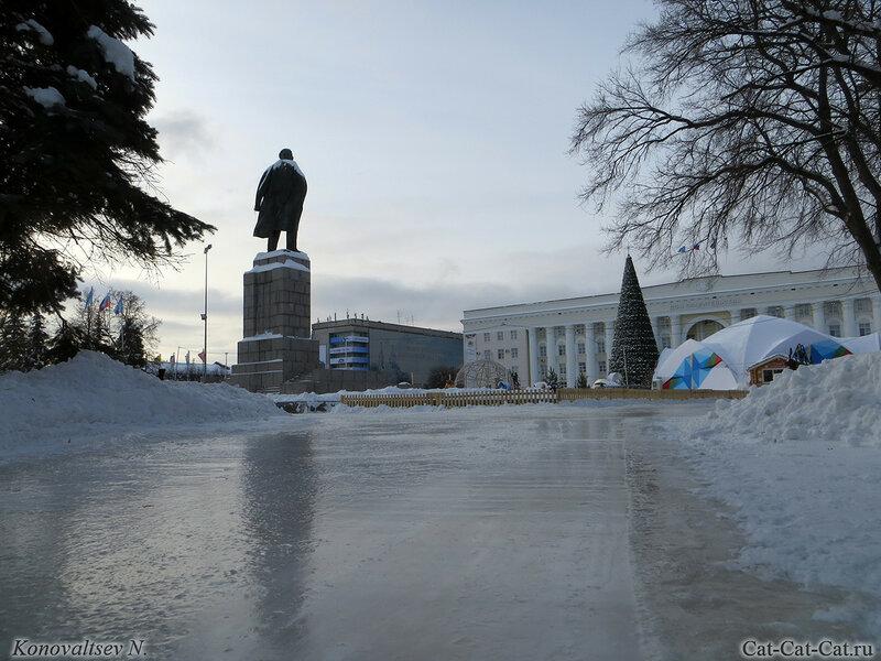 Ульяновск, Ленин и ёлка