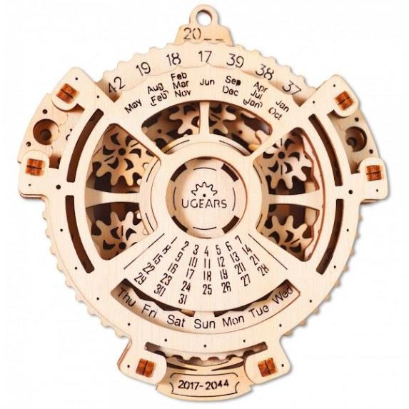 С помощью календаря можно определить какой день недели приходится на определенную дату. Для этого тр