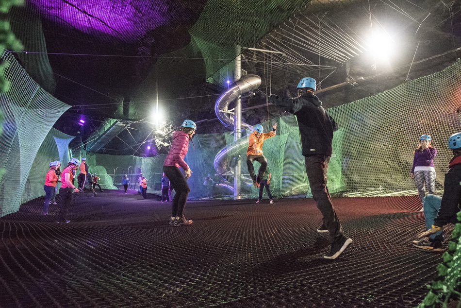 В сланцевых пещерах Ллехведд (Llechwedd Caverns), находящихся в городе Блайнай-Фестиниог, были устан