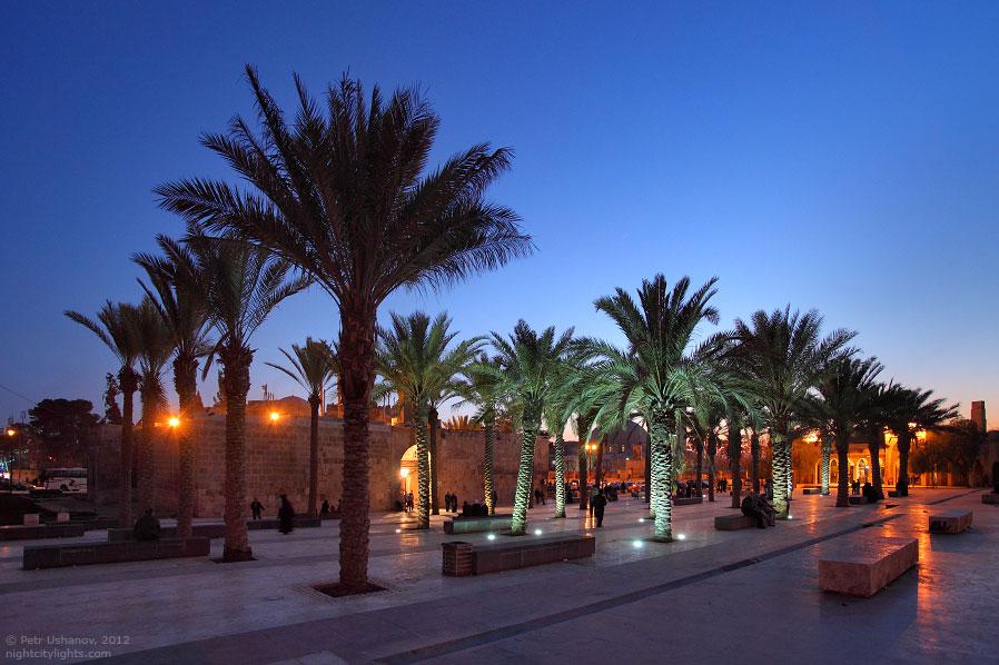 Королевская мечеть напротив цитадели: