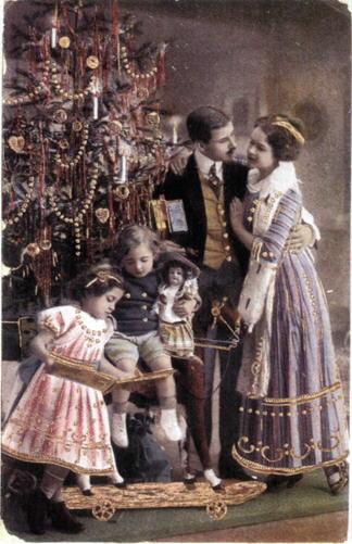 Для людей семейных в кондитерских продавали украшенные всевозможными сластями «готовые» елки для дет