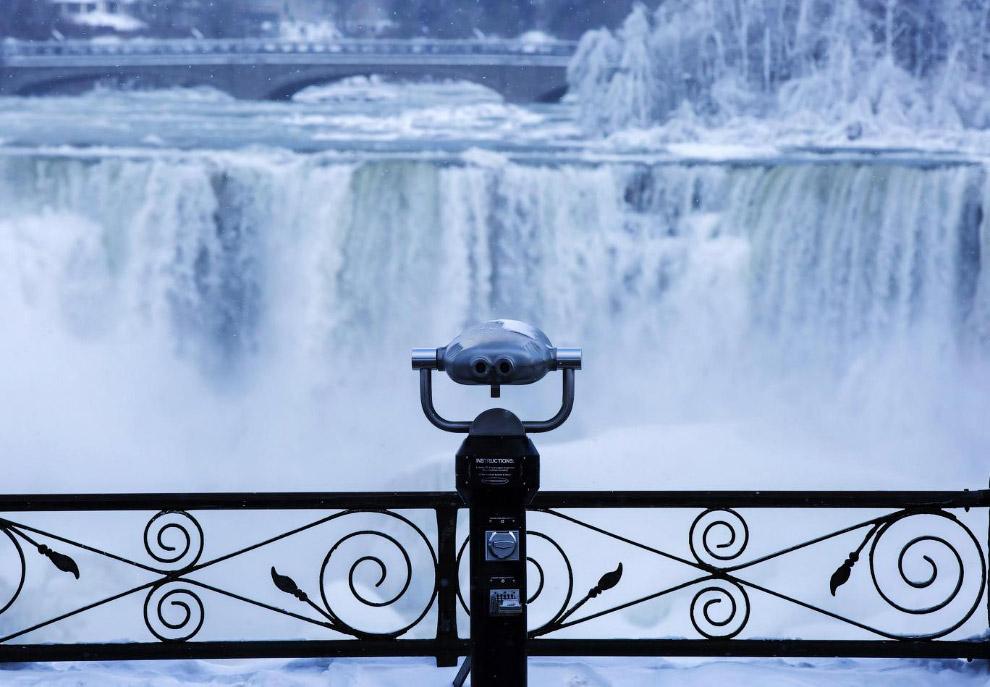 28. Ниагарский водопад состоит из двух основных водопадов: канадский водопад, известный также как «П