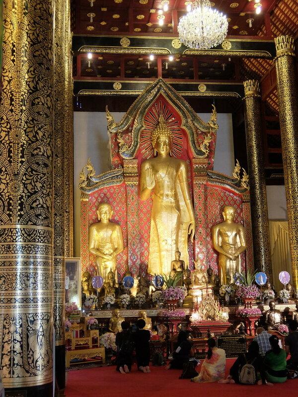 Чиангмай - Ват Чеди Луанг - Внутри храма
