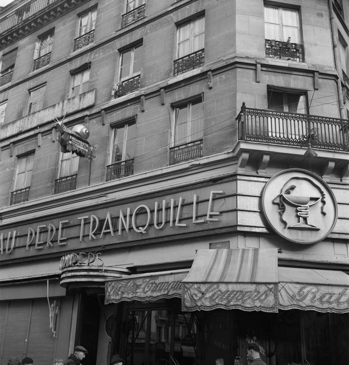41. «Au Père Tranquille», любимое вечернее место для ищущих луковый суп и бокал шампанского