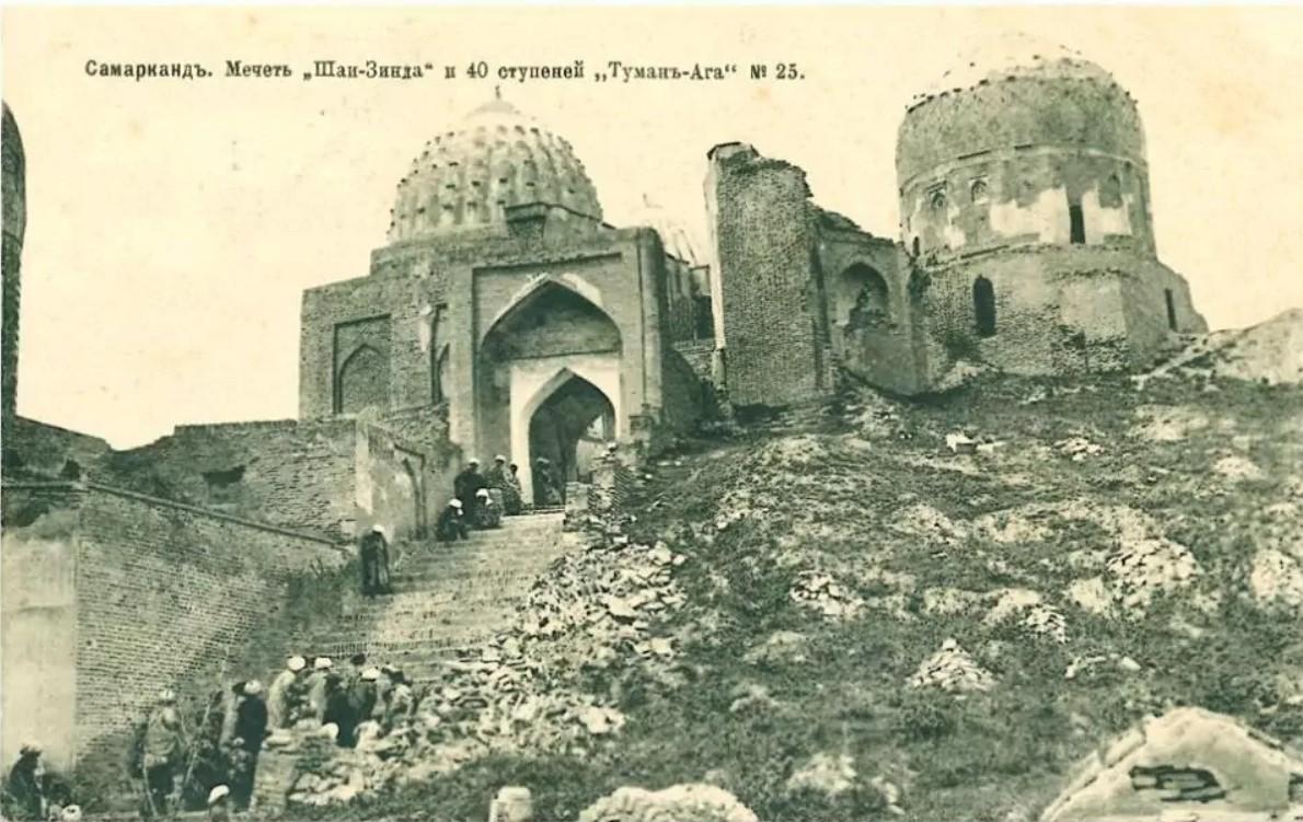 Ступени к группе средних мавзолеев комплекса Шахи-Зинда