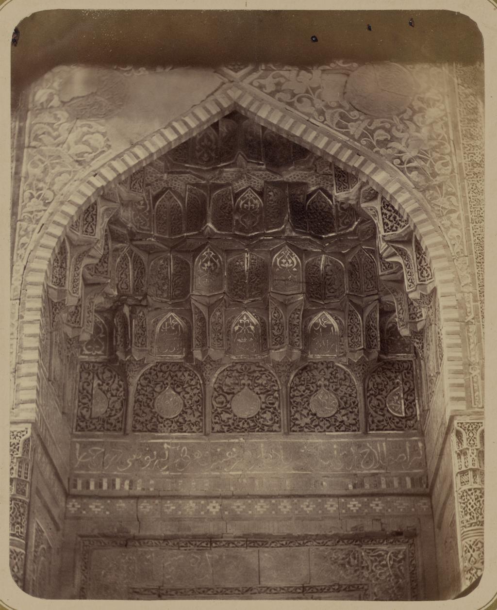 Мавзолей эмира Кутулука Турди Бека Ака. Деталь верхней части входной арки