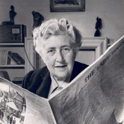женщина с газетой