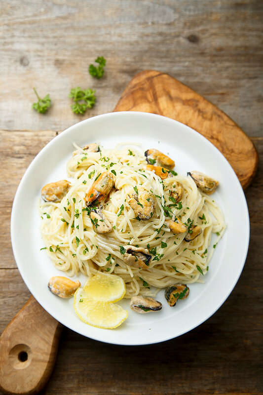 Pasta with mussels in a creamy lemon sauce