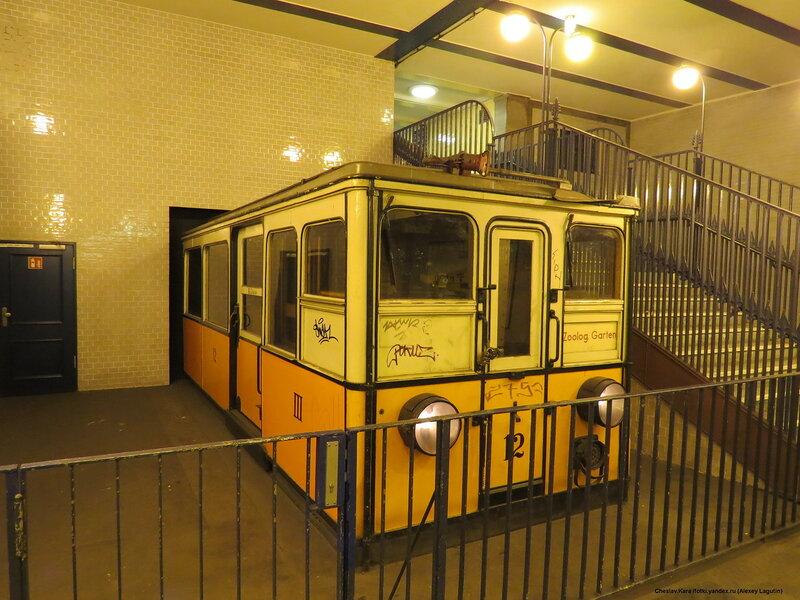 Берлин, вагон тип AI - станция Klosterstrasse.JPG