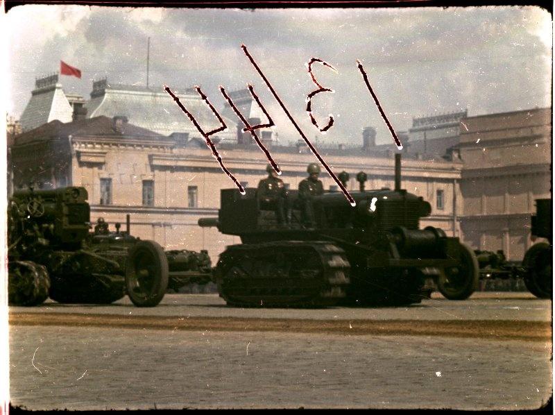 Первомайская демонстрация 1947 г. в Москве. Владислав Микоша14.jpg