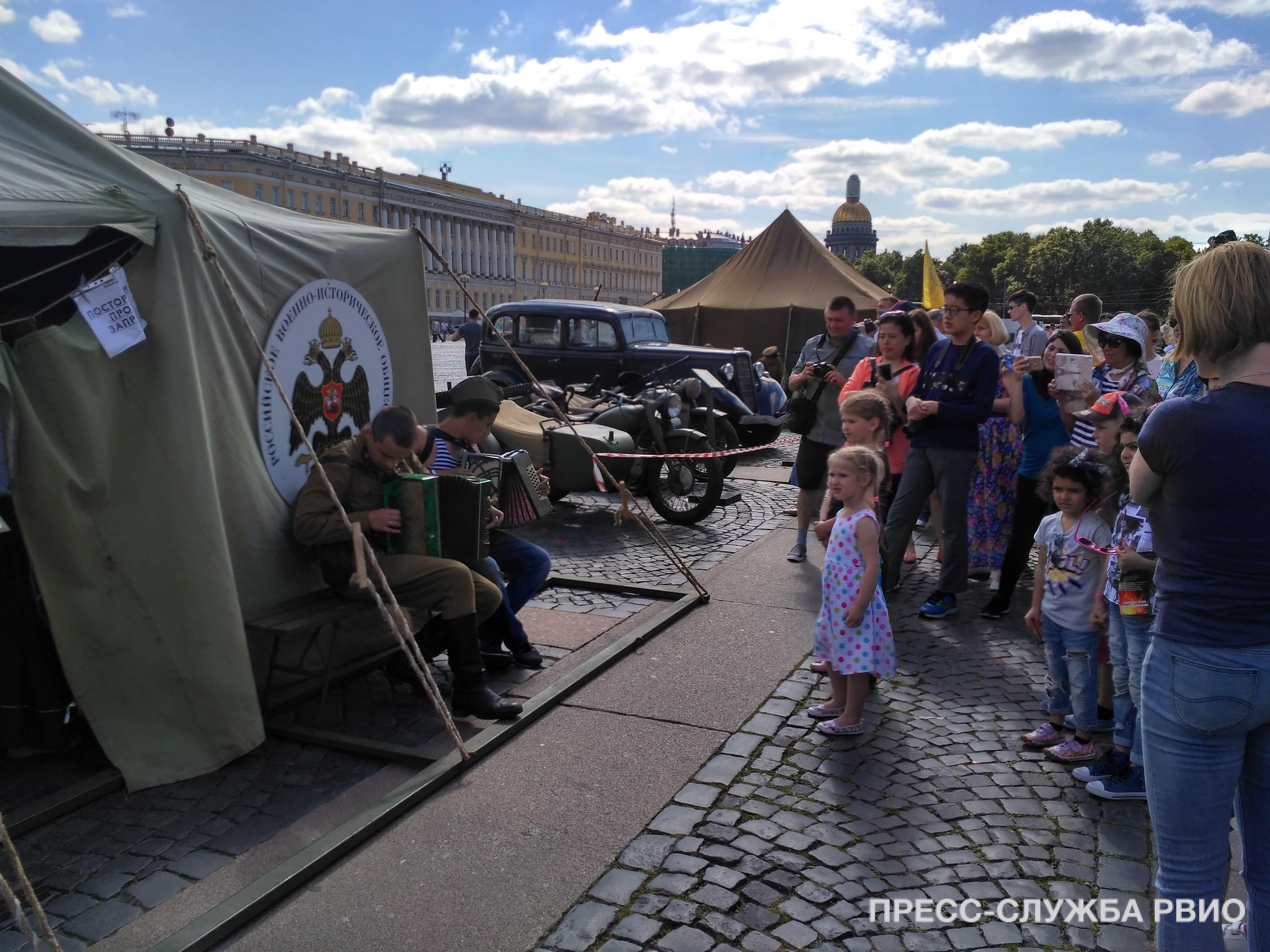 Годовщина окончания Битвы за Ленинград на Дворцовой площади
