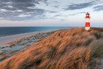 Pejzaz-z-wydmami-i-latarnia-morska.jpg